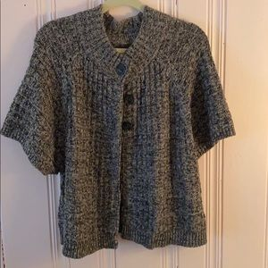 Short sleeve knit black and white sweater